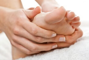 Foot Cramps: Strong, involuntary muscle contractions. Causes, symptoms, treatment and prevention options