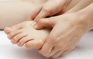 10 Common Causes of Pain on Top of the Foot: find out about the common causes, symptoms, diagnosis & treatment