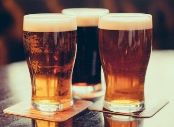 Drinks with high purine levels, such as beer, increase the risk of developing foot gout